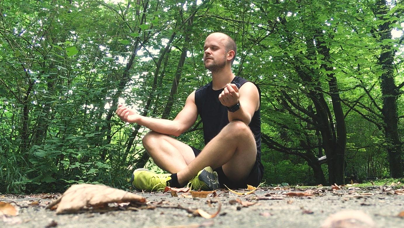 Meditieren im Wald